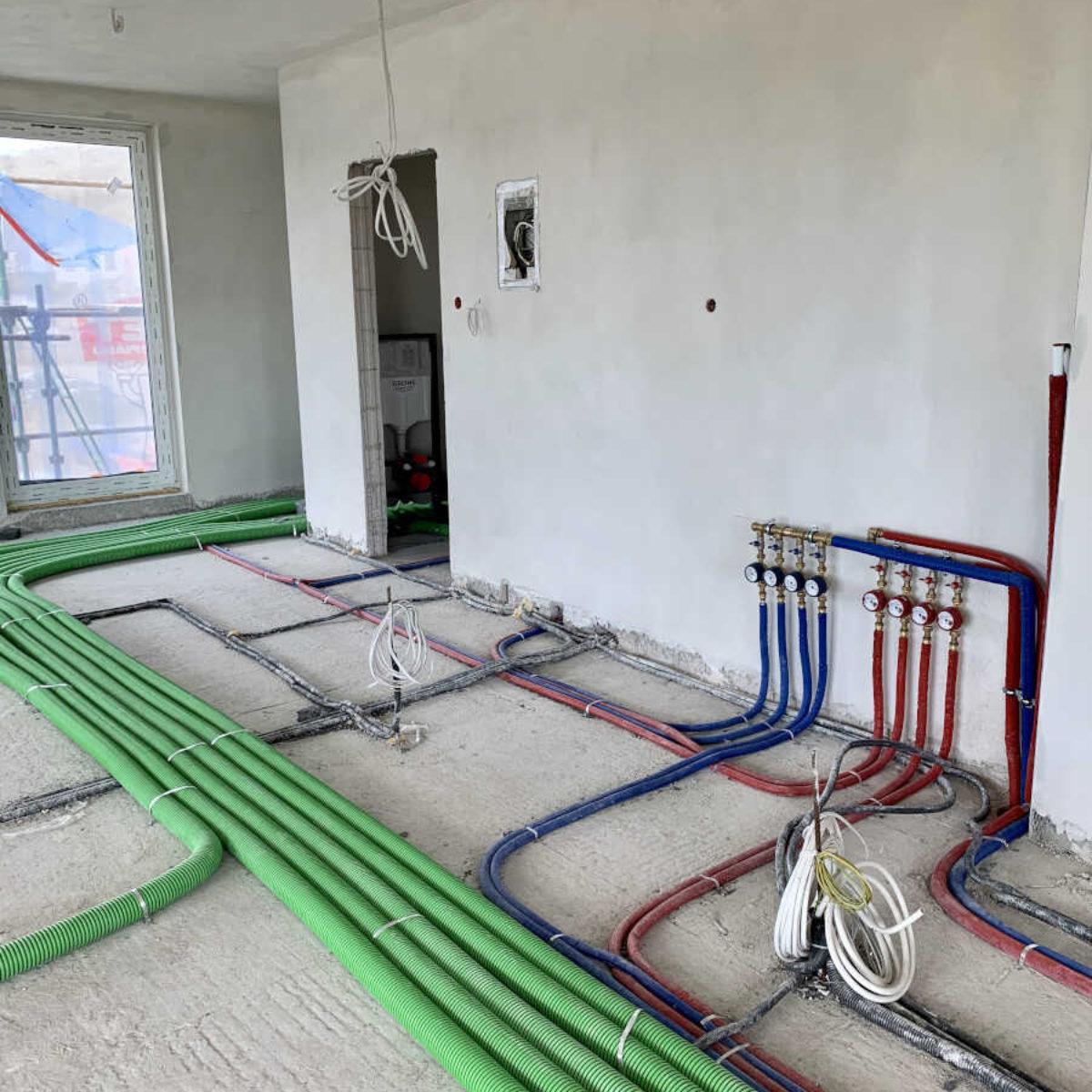 Montaż systemu ogrzewania podłogowego i wentylacji